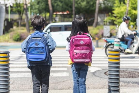 [에듀팡 어린이뉴스] 어린이 교통사고 예방 위해 등하굣길 교통안전 강화한다