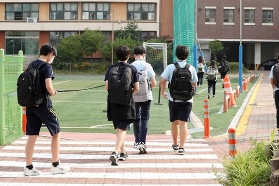 """[에듀팡 교육뉴스] 교사 10명 중 6명 """"학교 '위드 코로나' 수능 이후로"""""""